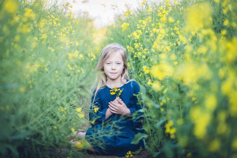 yesido studio fotografia piękna dziewczyka w sesji plenrowej
