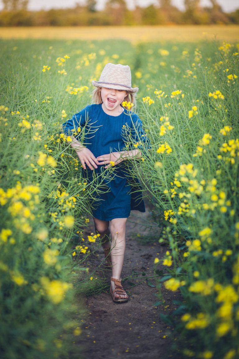 yesido studio fotografia biegnąca dziewczynka